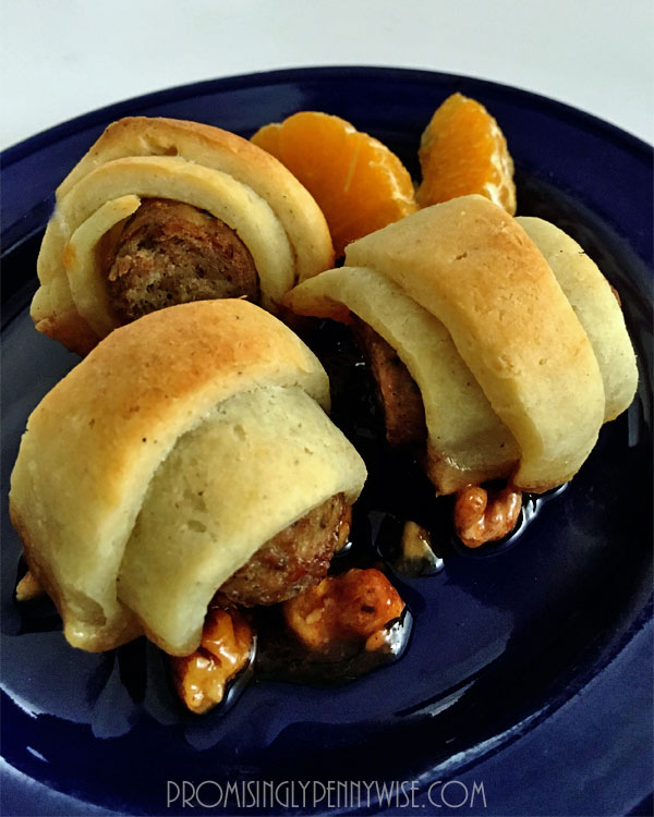Bite Size Breakfast Pigs in a Blanket & Other Brunch Ideas! With sausage, walnuts, and honey, these delicious breakfast bites are sweet and savory at the same time! *Post includes a gluten free version!* @www.promisinglypennywise.com