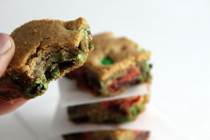 Gluten-Free M&M Cookie Bars: Easy and delicious; your friends won't believe they're gluten-free! Great for Christmas cookie exchanges and parties.